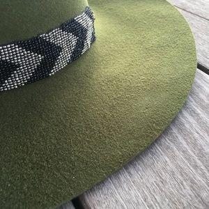 Accessories - NWT olive wool felt floppy hat ❤️